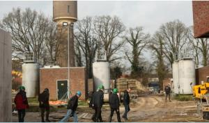 Boeren bij de nieuwbouw van Vitens. Foto door Berrie Klein Swormink via Nieuwe Oogst